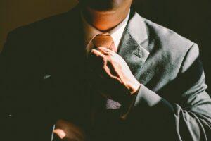 materiał przeznaczony na garnitury męskie ciemne