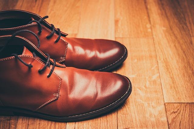 eleganckie buty do pracy w sklepie i restauracji