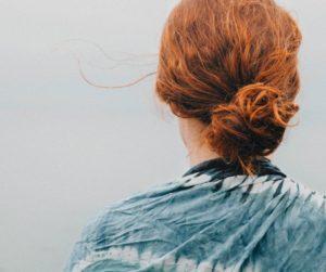 szybkie upięcia włosów do pracy w kok
